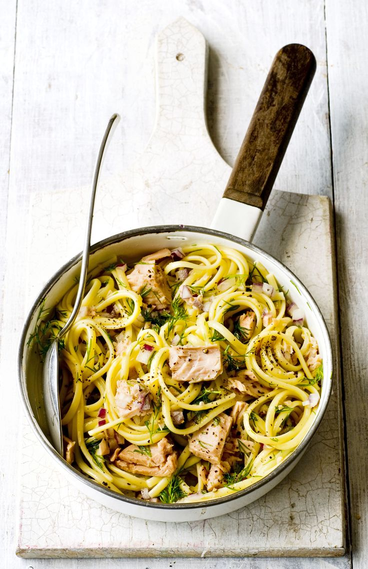 Linguine with tuna, lemon and dill - an seriously simple, homely pasta dish that everyone will love. Tuna is tossed together with red onion, lemon and dill and served on top of fresh linguine