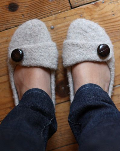 Knitted Felted Slippers=my new knitting project! Ooooo. I don't typically like slippers but these are cute and tempting!