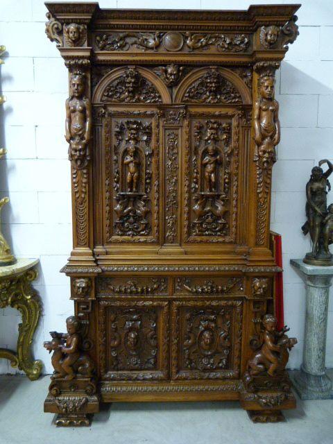 Un Meuble Sculpté En Noyer., Stars of Europe Antiques Center, Proantic