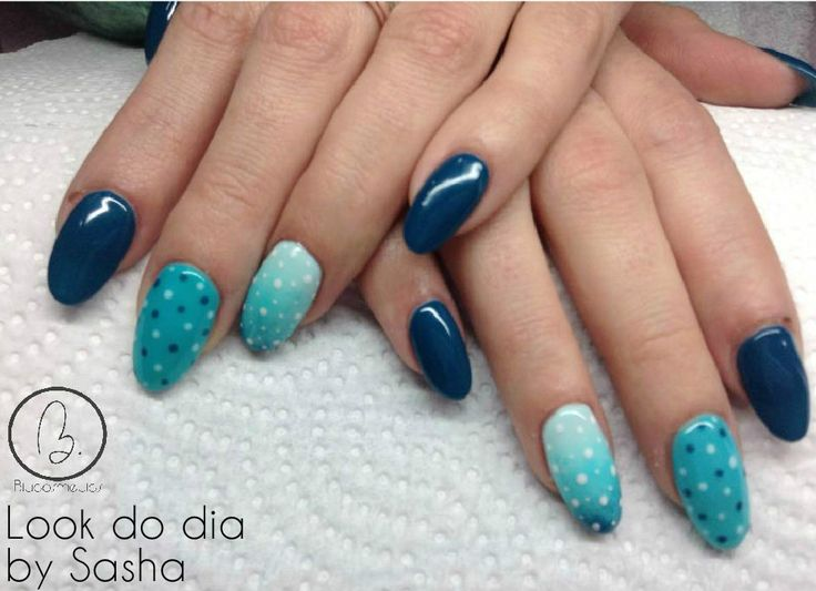 Hoje no nosso #lookdodia temos o trabalho da nossa técnica Sasha Crane-Smith, um look inspirado nos tons de azul do mar, com um efeito degradé e nail art lindissimo! Para adquirir o artigo da imagem pode aceder ao nosso site: http://biucosmetics.com/ As cores utilizadas pode visualizá las no link abaixo: http://biucosmetics.com/marine.html http://biucosmetics.com/canaries.html http://biucosmetics.com/b38-sky.html Nail art: http://biucosmetics.com/tinta-acrilica-snow-white-10ml.html