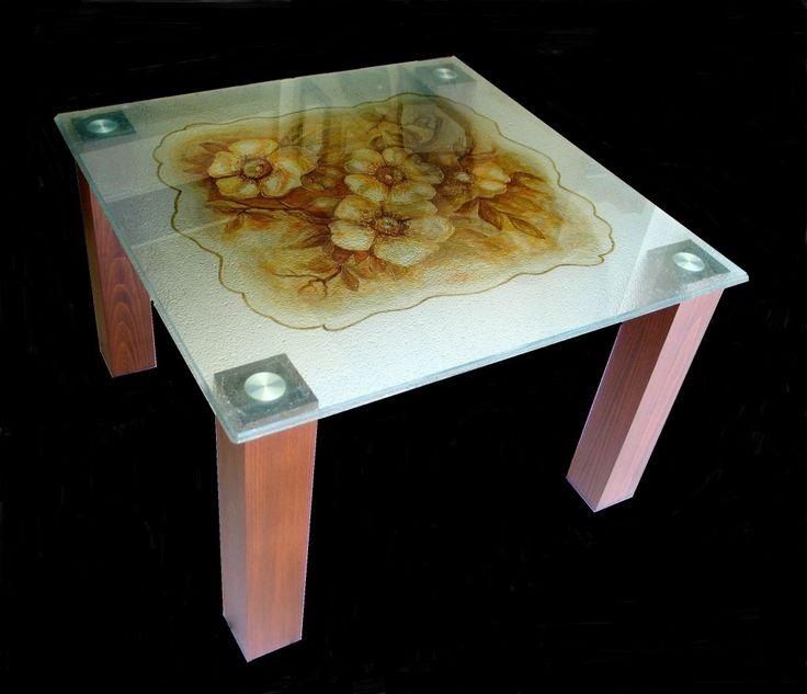 Τραπέζι με ζωγραφικό γυαλί.