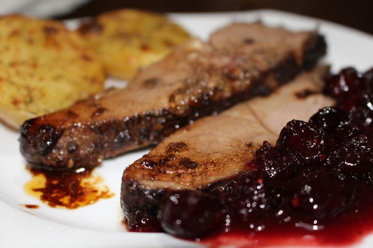 Ponúkame vám recept na marinované, krehké srnčie mäso aj s výbornou brusnicovou omáčkou.