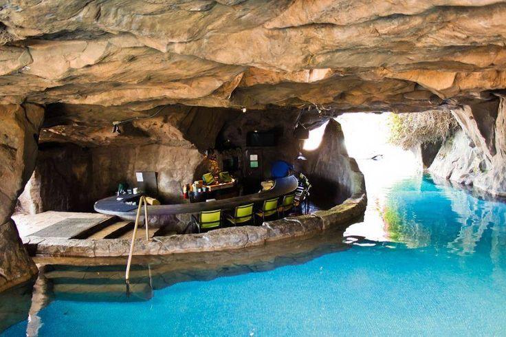 Backyard Underground Man Cave : Hyatt Regency Maui Resort, hotel pool bar!! WOW!! More