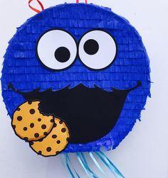 Birthday Celebration Cookie Monster Pinata (Sesame Street). Celebración cumpleaños piñata de Monstruo de las Galletas (Barrio Sesamo) de ArteAnadal en Etsy https://www.etsy.com/es/listing/523928556/birthday-celebration-cookie-monster