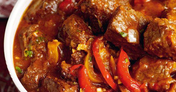 Ein echter Klassiker aus Ungarn. Da der Fleischsaft durch Wärme an Sämigkeit und Geschmack gewinnt, schmeckt Gulasch nach jeden Aufwärmen besser.