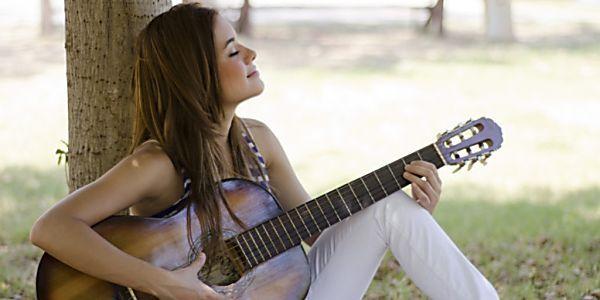 Método de professor faz com que pessoas aprendam violão mais