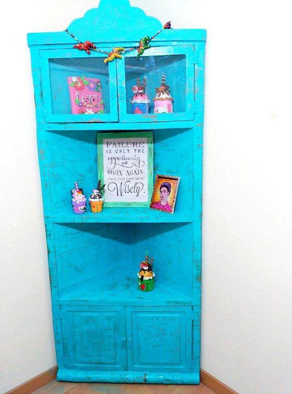 Mueble rinconera hecho con cartón inspirado en el mueble de Yuya | Aprender manualidades es facilisimo.com