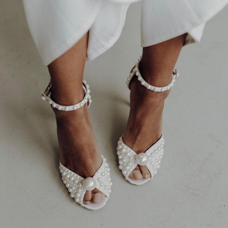 Jimmy Choo Auf Instagram Jimmy Der Perfekte Brautschuh Endet Hier Ich Strandhochzeit Schuhe Brautschuhe Hochzeitsschuhe