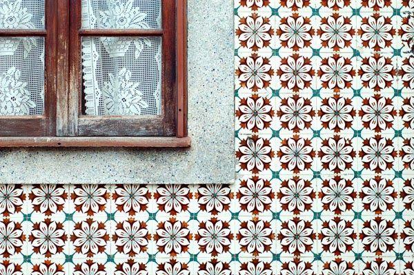 Aveiro, portuguese tiles - photo by Adriana O.