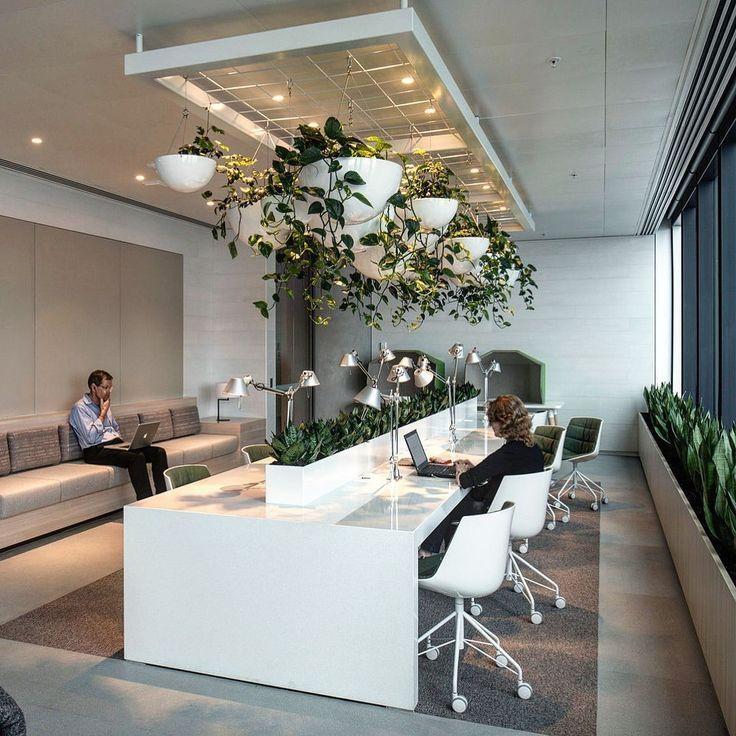 Schone 40 Entspannende Grune Burodekor Ideen Decorationideashome Club Green Office Decor Interior Design Modern Interiors