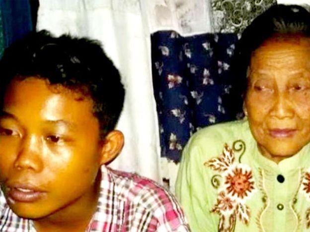 Perkahwinan Rohaya dan Selamat tidak sah!   Pihak berkuasa tempatan mengumumkan perkahwinan remaja berusia 16 tahun dan nenek berusia 71 tahun di Sumatera Selatan minggu lalu sebagai tidak sah.  Pasangan Selamat Riayadi dan Rohaya yang mempunyai perbezaan umur 55 tahun itu berkahwin di Desa Karangendah Lengkiti Ogan Komering Ulu (OKU).  Menurut ketua Pejabat Wilayah Kemenang Sumsel Alfajri Jabidi pihaknya telah menghubungi pejabat Kementerian Agama Kabupaten OKU dan pejabat Urusan Agama…