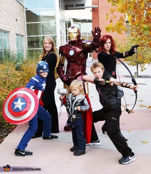 Avengers Family - why couldn't i be born into this family? #halloween #costume #cosplay