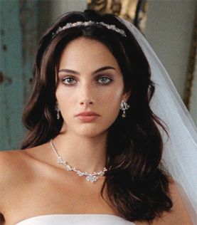 http://www.oggisposa.it/guida-matrimonio/acconciature-da-sposa/acconciature-sposa-lunghi-e-sciolti.html