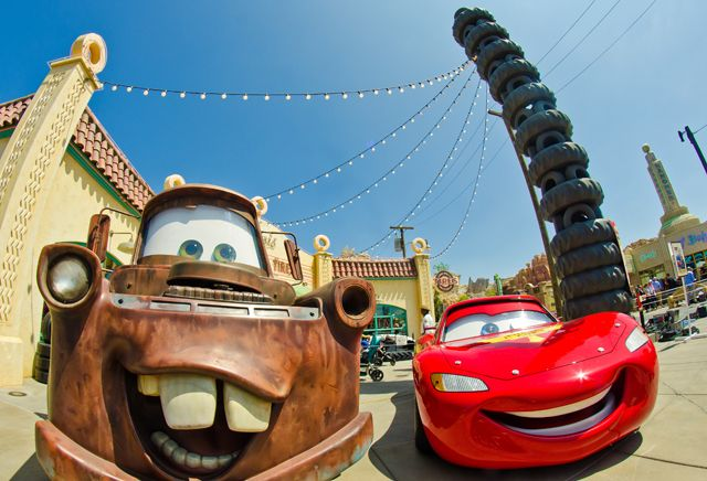 Lightning McQueen & Sir Tow Mater in #CarsLand