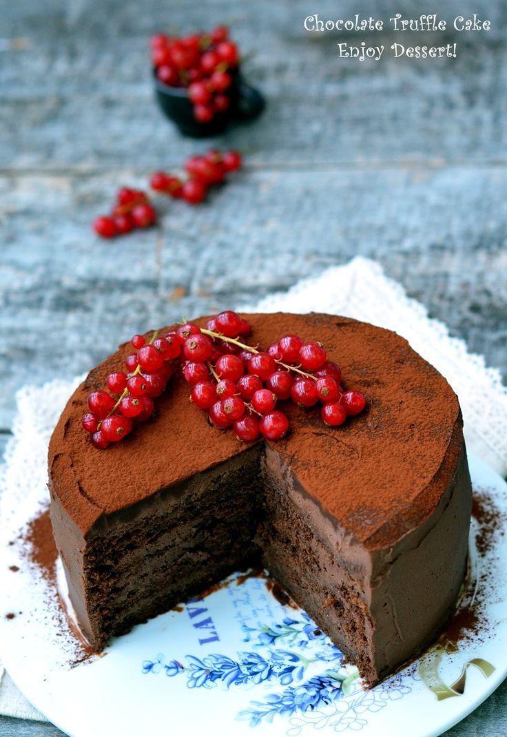 Torturile cu ciocolata sunt cele mai bune torturi pentru mine. Este un dulce in fata caruia nu pot rezista, aproape niciodata. Ciocolata este ingredientul meu preferat si ar fi o mare durere sa nu mai am acces la el. Tocmai de aceea majoritatea dulciurilor facute de mine sunt cu ciocolata, ciocolata buna, ciocolata neagra. Ciocolata [
