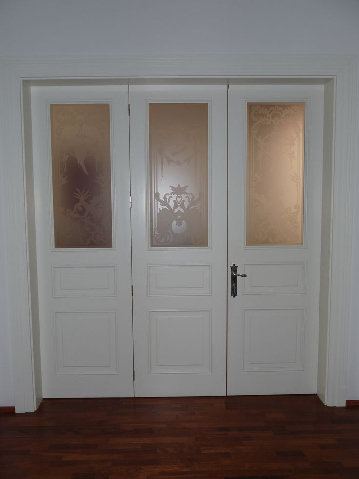 fedőfestett klasszikus belréti harmonika (321) ajtó, mart borítással, dekorált üveggel