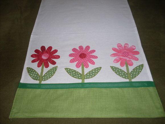 Pano de prato Margaridas Rosas. Barrado e aplicação em tecido 100% algodão, cores á sua escolha. R$ 25,00