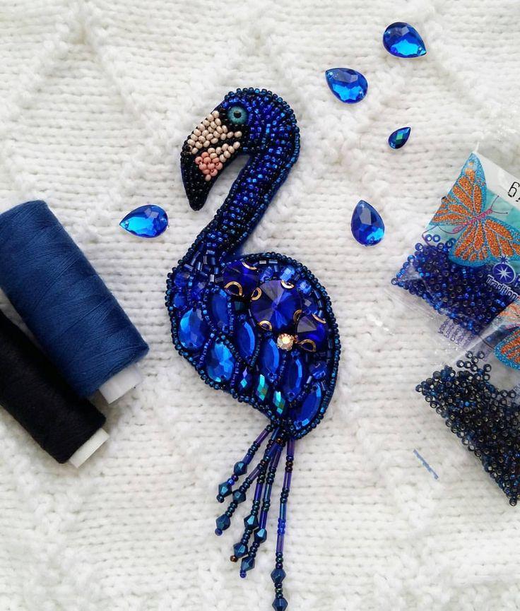 Не много творческого процесса  синий фламинго получился стеснительный  но очень милый  Выполнен на заказ для прекрасной феи  Желаете себе такого красавца? #брошьручнойработы #брошьизбисера #авторскаяброшь #брошьказань #брошьптица #фламинго #брошьфламинго #фламингоброшь #подарок #новыйгод #стильно #синийцвет