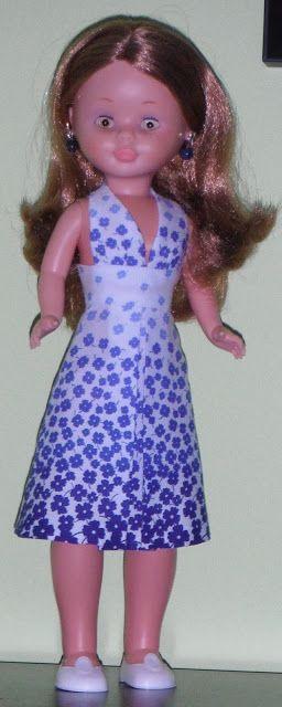Patrones de vestidos para Nancy. http://cajondesaztre.blogspot.com.es/search/label/patrones%20vestidos%20mu%C3%B1ecas