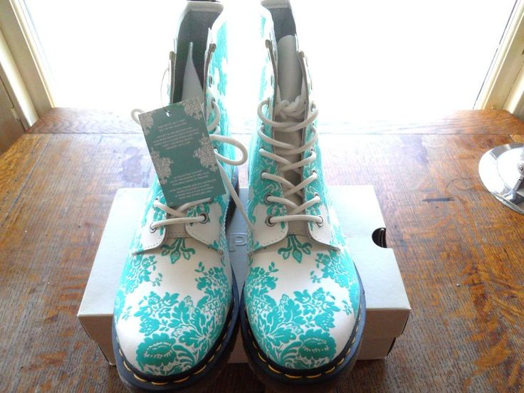 DR MARTINS FLORAL COLLECTION WHITE/TURQUOISE FLOCKED BOOT SIZE 8 UNWORN WITH TAG