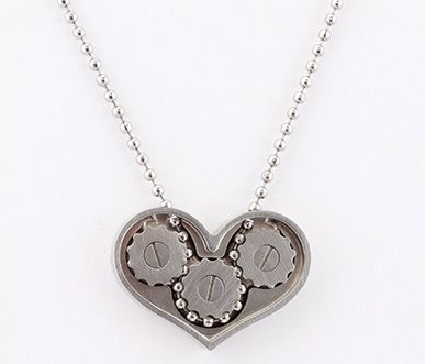Kinekt gear heart necklace--working gears :D I'll be super interested if they start making the colors of the gears and enclosure customizable for steampunk funsies ^_^ $185 is probably more than I want to spend, but it's just so cool...