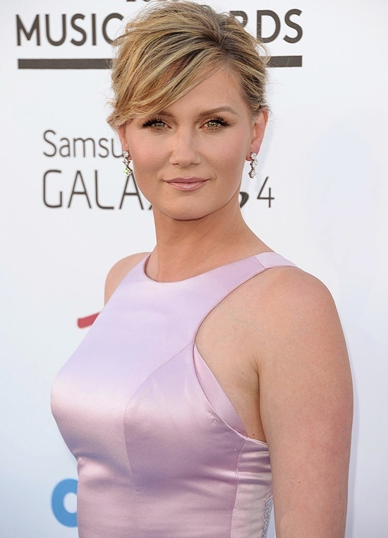 Jennifer Nettles Photo Gallery...what a beauty!