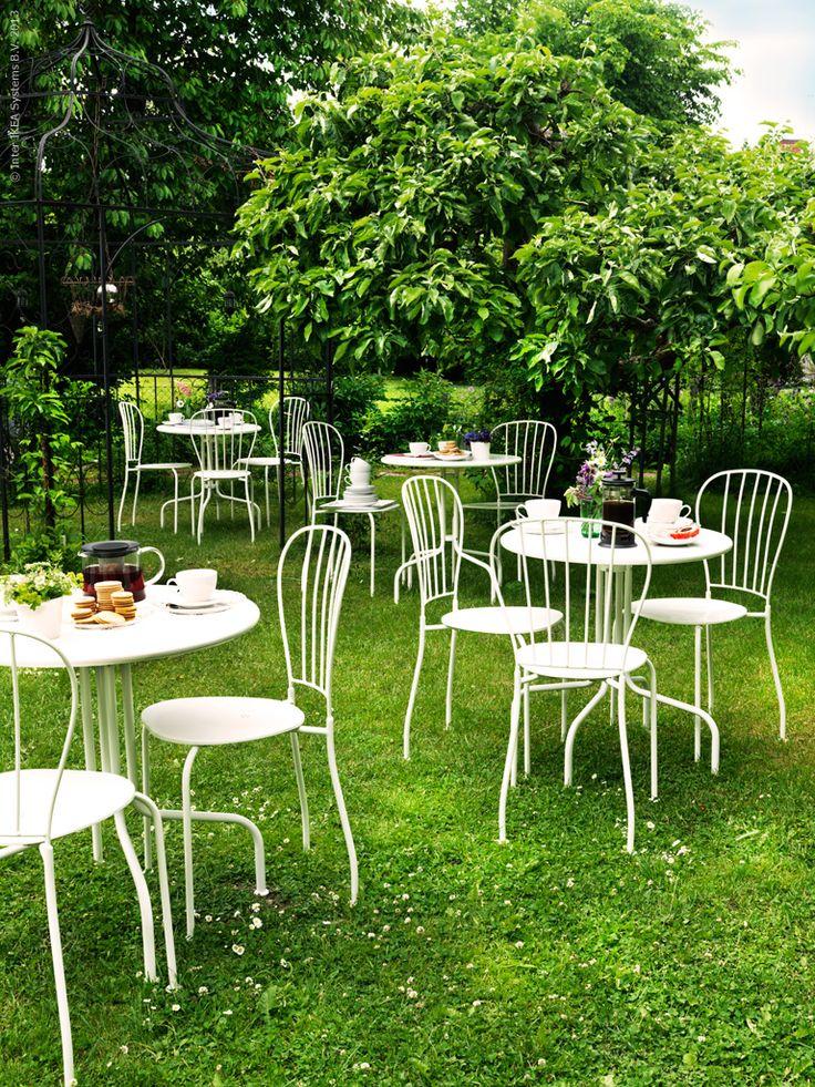 Trädgårdscafé med LÄCKÖ bord och stolar