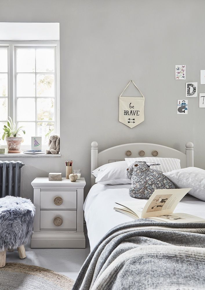 Give your child's bedroom a timeless appeal with the Buttons Bed Frame. Part of our classically-styled Manor Reborn look.