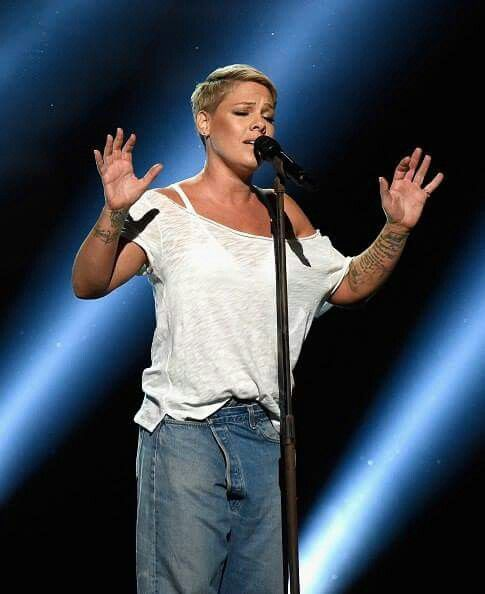 p nk performing 2018 melomaniacs in 2018 pinterest pink hair
