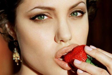 Fun facts about Angelina Jolie #angelinajolieAmazing Recipe, Weights, Beautiful, Angelina Jolie, Lips, Strawberries Fields, Angelinajolie, Green Eye, Fast Diet