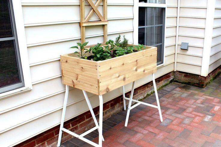 Pflanzkasten auf IKEA Tischbock -> perfekter Tisch-Hochbeet für Balkon