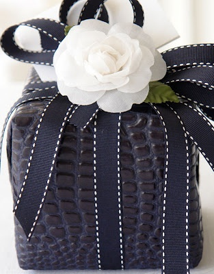 Carolyne Roehm never ceases to impress me with her impeccable aesthetic.#wrapping