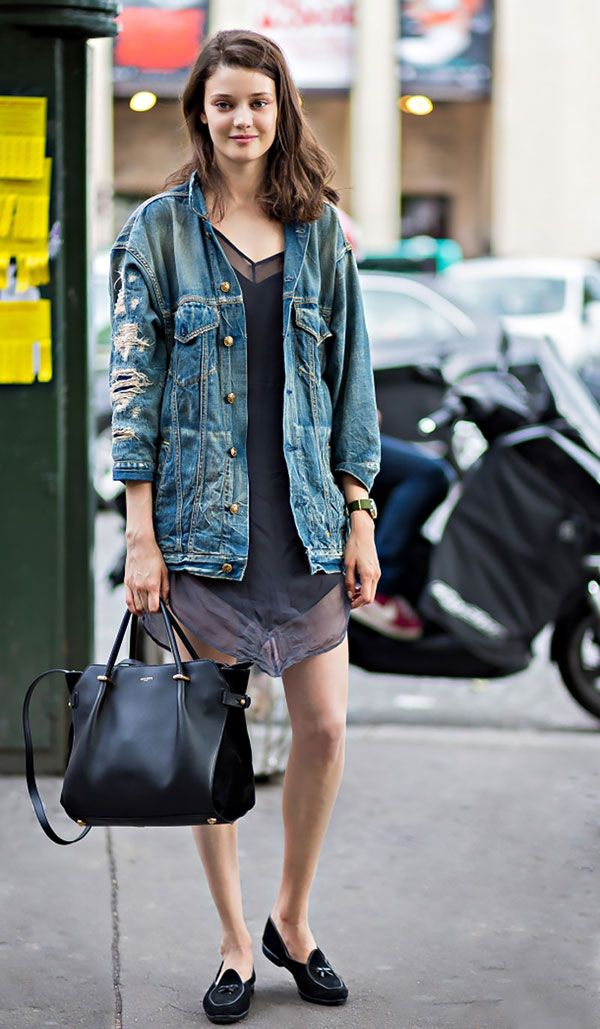 street style vestido jaqueta jeans slipper