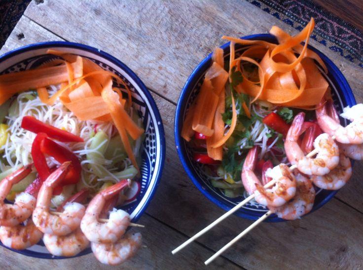 Mihoen salade met gegrilde garnalen