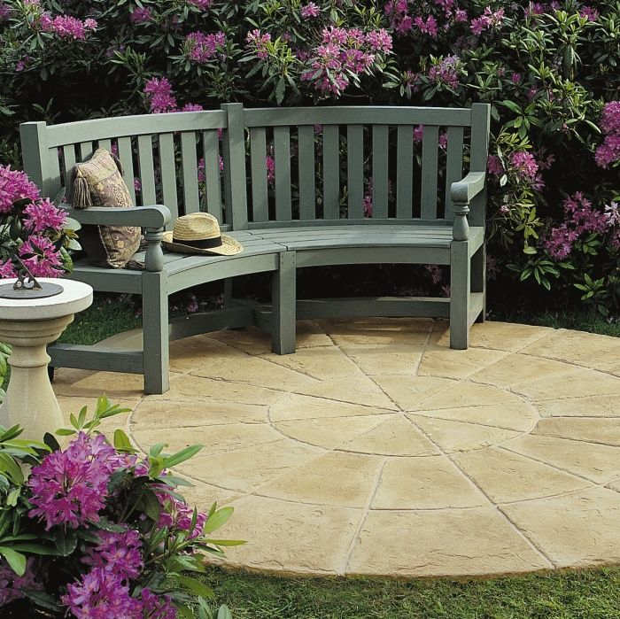 an attractive patio paving circle suitable for both modern and cottage gardens created using light yorkstone