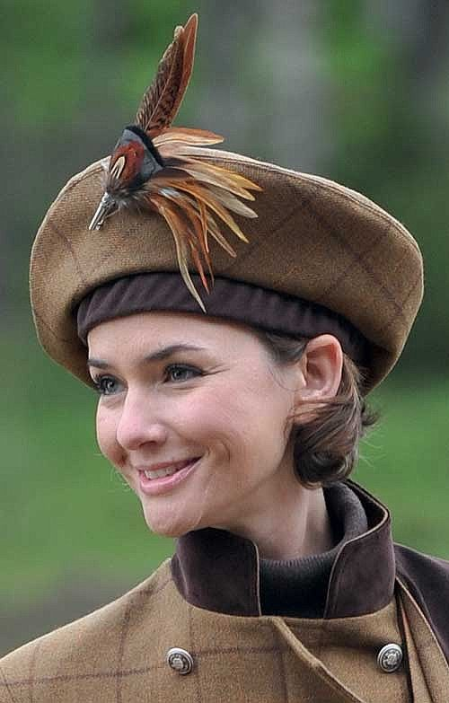 Tweed Beret from The House of Bruar - nice feather hat pin too! #millinery #beret #judithm