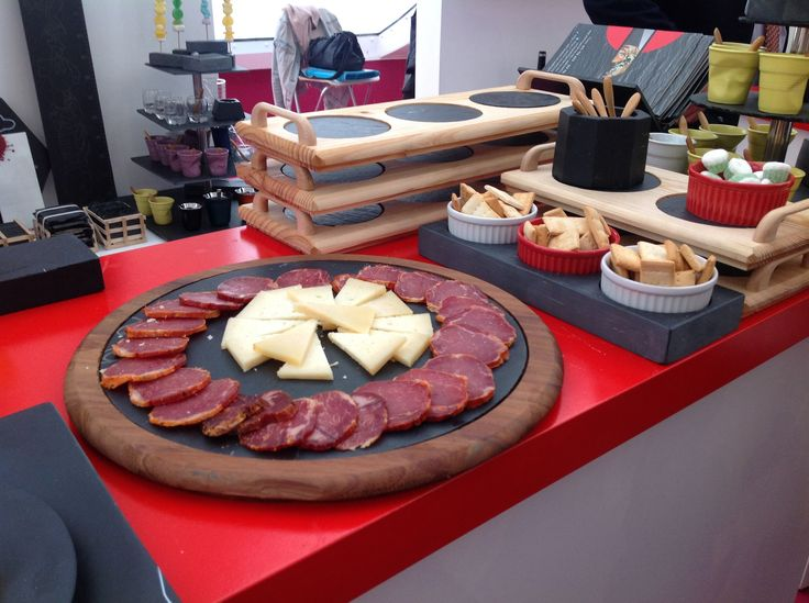Ideales para llevar a la #mesa PLATOSYPIZARRAS.COM #entrantes #aperitivos #mesasnavidad #ideasoriginales #pizarras #fromage #queso #cocina