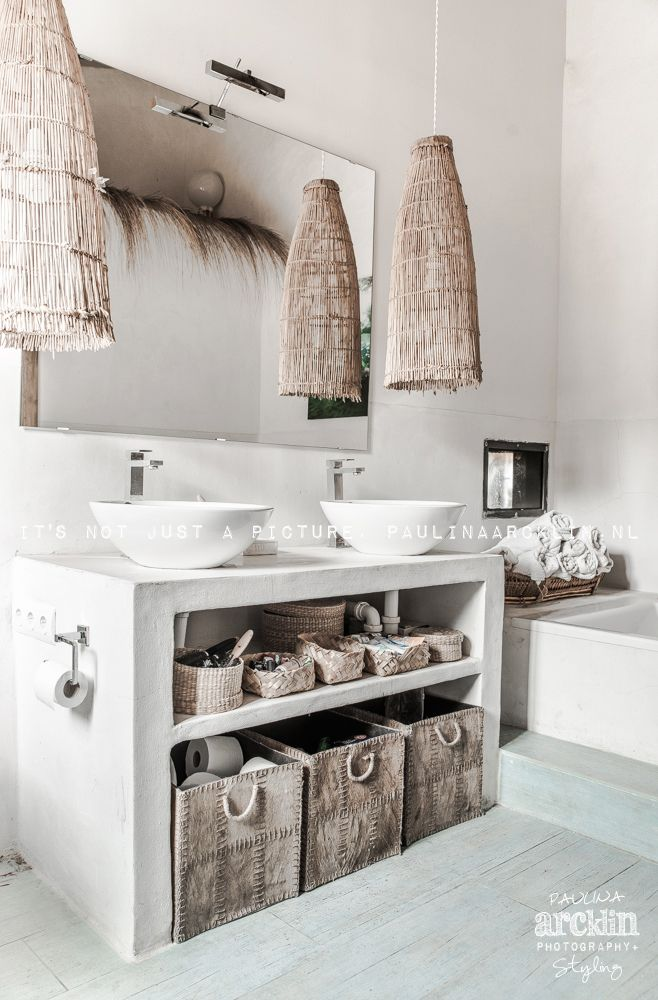 White, nature inspired bathroom desresdesign.co.uk we are in love with this MODERN RUSTIC vibe