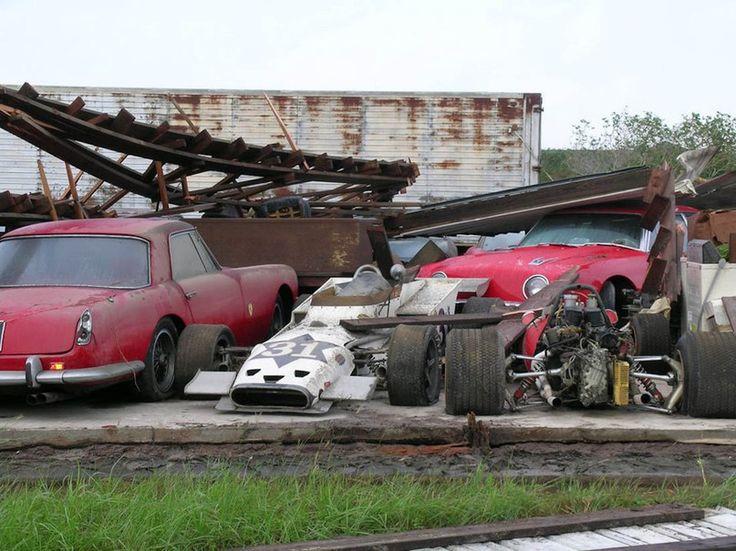 Доброе утро! Старая интересная новость :)) В заброшенном гараже нашли 27 классических спорткара Ferrari.  В 2014 года на США обрушился ураган Чарли. Очень сильно пострадал штат Флорида. Порывы ветра достигали до 240 км/ч. Многие здания были разрушены. Но какого было удивление у всех, когда под обломками старого деревянного сарайчика оказалась коллекция антикварных Феррари.  Автомобили 50-х, 60-х, 70-х. Модели Феррари: 275 GTB, 308 GT/4, 400 GT, 365 GT4 2+2, 330 GT 2+2, 410 Super America, 250…