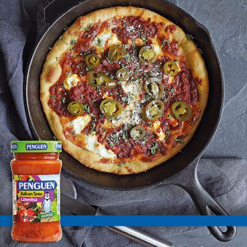 Lütenitsa Soslu ve Peynirli Pizza http://www.penguenyemektarifleri.com/Anasayfa/Yemek_Tarifi/165/lutenitsa-soslu-ve-peynirli-pizza