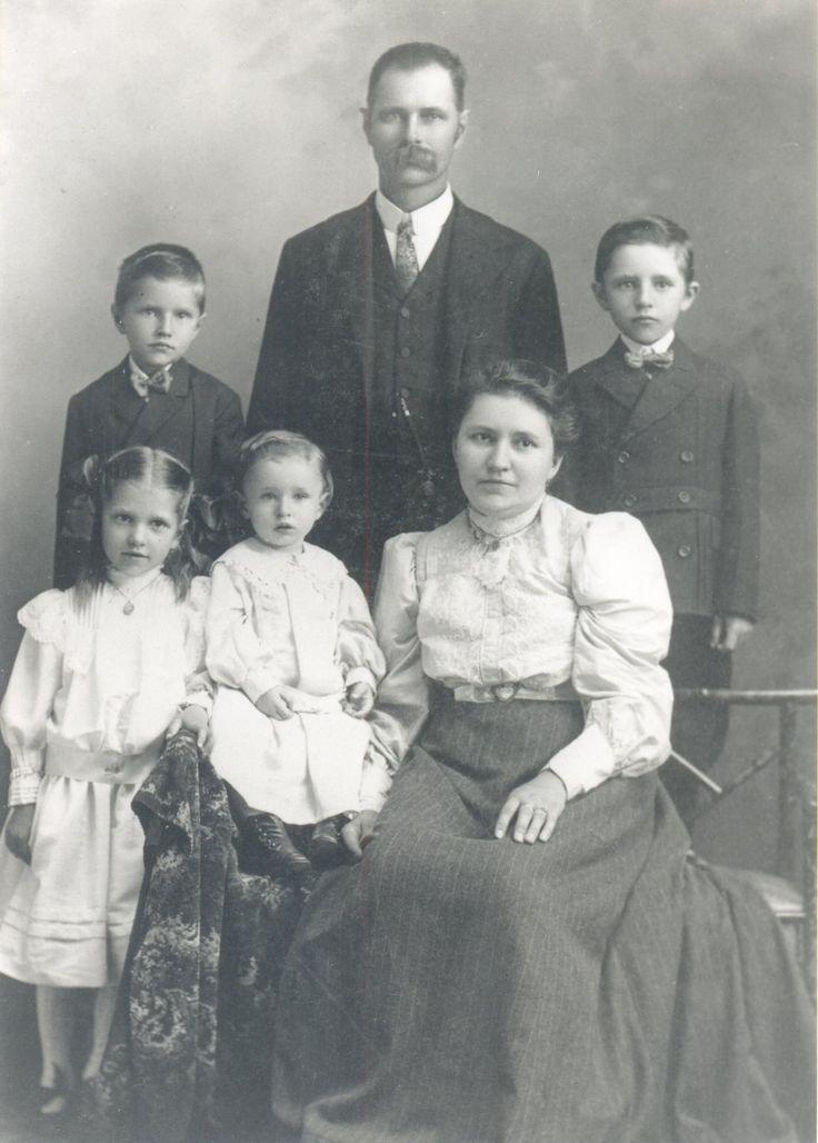 [Franz+and+Alma+Zimmerman+1,family+4+children.jpg]