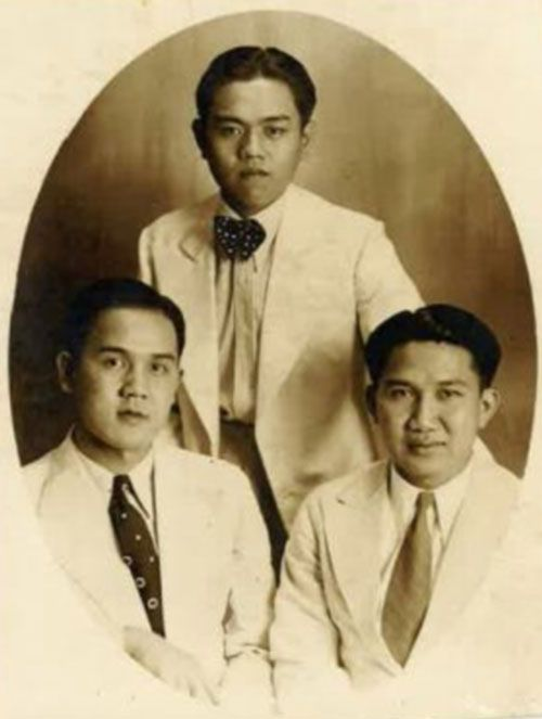 Anthony's father Dr Khoen Kie Liem (right) after graduating in Medicine in 1941.