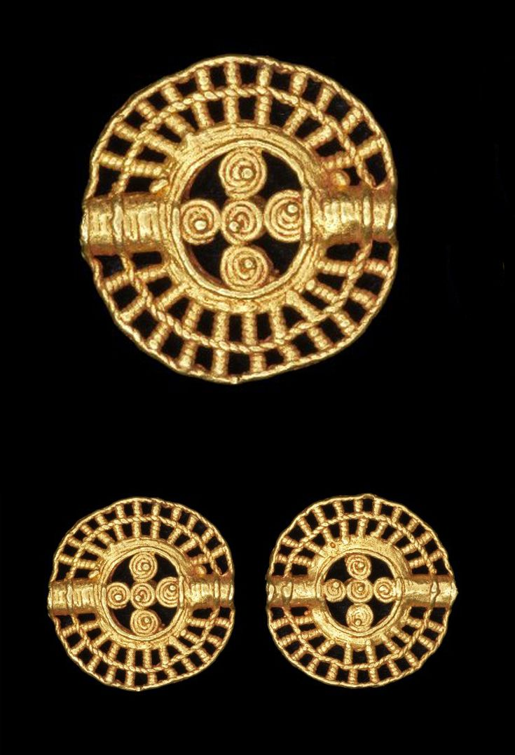 Africa | Lost wax casting in gold of two identical small open-work flat disc beads. | Asante people. Royal Palace, Kumase, Ghana. | 19th century (prior to 1874) || {4.4}
