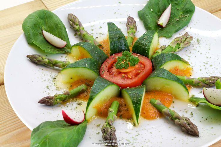 """Rohkost - Rezept für """"Gurkenblüte mit Spargelspitzen auf Ananas Creme"""" (Vegan, Rohkost, 80-10-10)"""