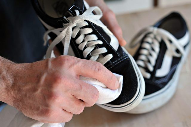 How To Clean Vans Shoes With Pictures Ehow How To Clean Vans Clean Shoes Cleaning White Vans