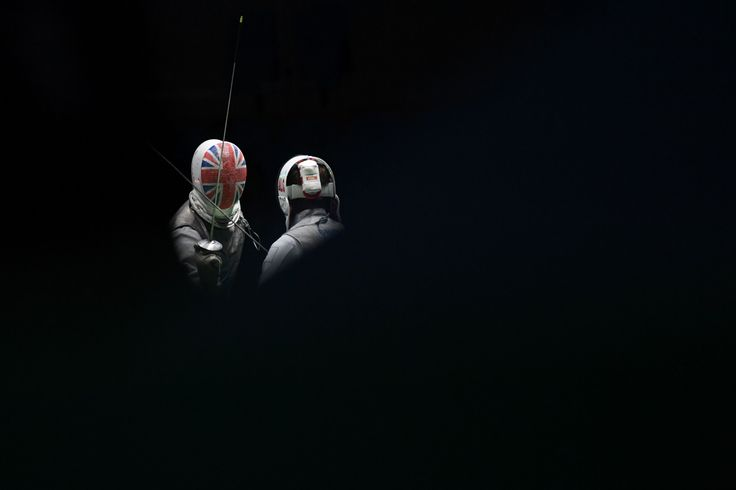 TOPSHOT - Great Britain's Richard Kruse (L) competes against Algeria's Victor Hamid Sintes during their mens individual foil qualifying bout as part of the fencing event of the Rio 2016 Olympic Games, on August 7, 2016, at the Carioca Arena 3, in Rio de Janeiro. / AFP / Kirill KUDRYAVTSEV        (Photo credit should read KIRILL KUDRYAVTSEV/AFP/Getty Images)