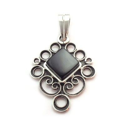 Singular pendant in sterling silver and jet, handmade in Galicia with traditional methods. Artcraft of The Way of St.James. Tax free. Made in Spain