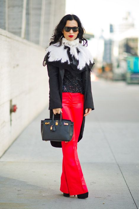 so chic, love the pop of red