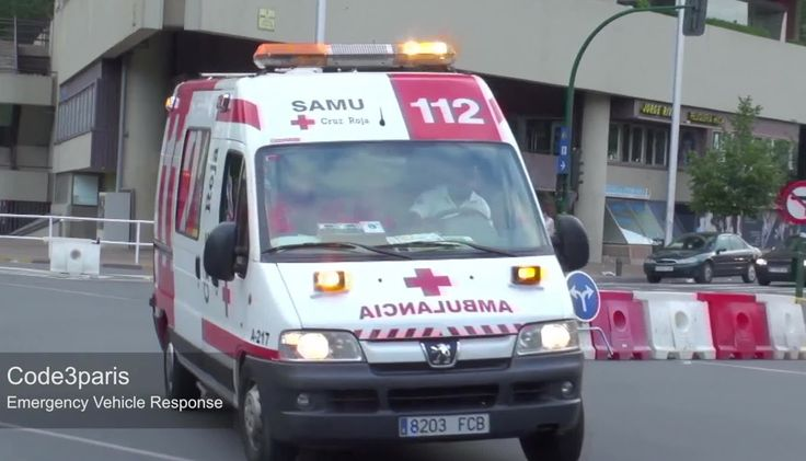 Ambulancia Cruz Roja Pamplona  // Spanish Red Cross Ambulance (+afspeell...
