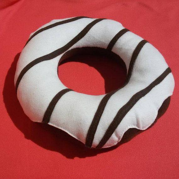 Chocolade donut knuffel met wit glazuur van DonutDuo op Etsy
